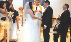 iFather of the bride: Floyd Visitor attends his daughter's wedding via iPhone