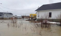Flooding again drives residents from Kashechewan and Attawapiskat